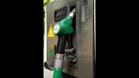 Benzina, oggi sfiora 1,9 euro al litro