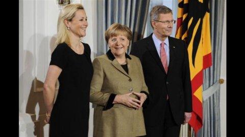 Wulff si dimette, Merkel annulla la visita a Roma