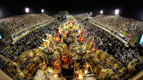 Al via il Carnevale di Rio de Janeiro, un business che vale quanto un Mondiale