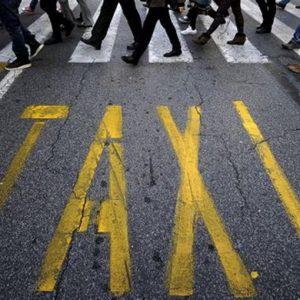 Liberalizzazioni, vincono ancora i tassisti: saranno i sindaci a decidere
