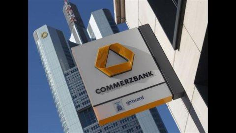 Commerzbank: nel 2011 utili dimezzati