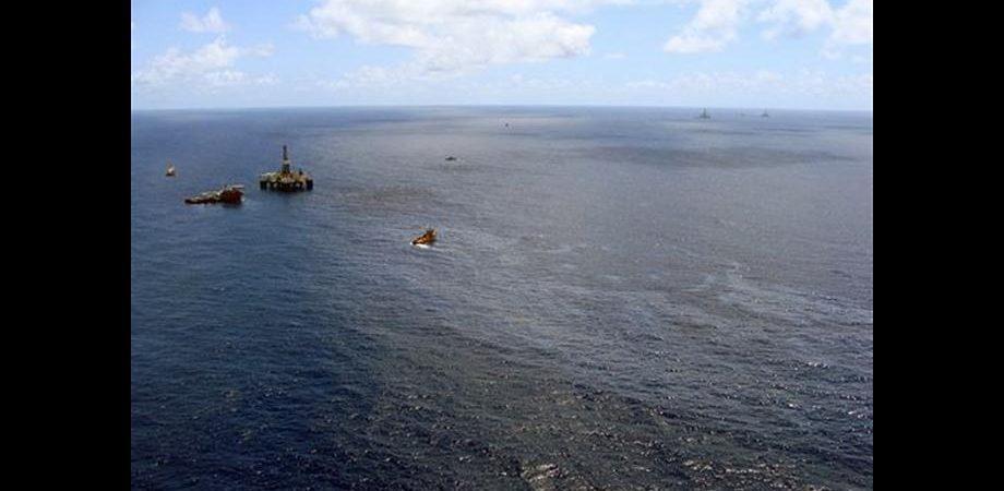 Petrolio, per Chevron utili in netto calo