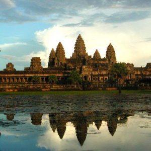 In Cambogia i ricchi vanno pazzi per le Rolls Royce