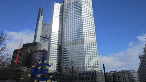 Pressioni su Bce per l'acquisto di bond. Ma Francoforte nega la possibilità di una nuova asta Ltro