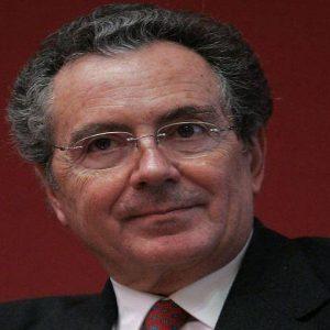 """Banche, Gros-Pietro: """"Fusioni in vista ma non per Intesa"""""""