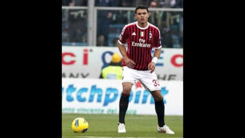Il Milan batte la Roma in rimonta (2-1) ma perde Thiago Silva per infortunio: +7 sulla Juve