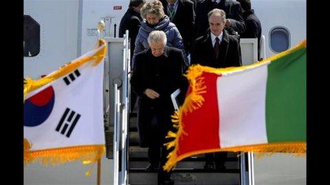 """Monti avverte dall'Asia: """"Pronti a lasciare prima del 2013 se il Paese non apprezza"""""""