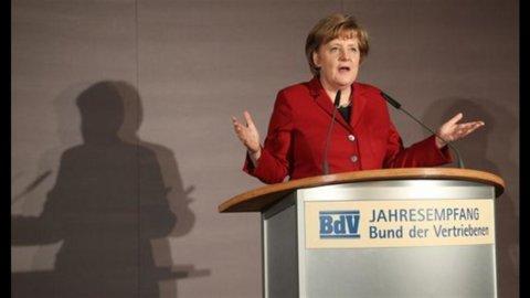 Merkel apre: sì a un fondo salva-Stati rafforzato