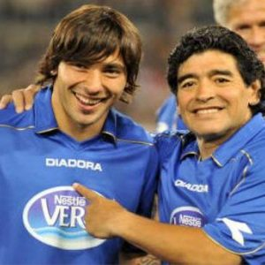 Maradona atteso a Napoli la settimana prossima: tra i guai col Fisco e l'amore dei tifosi