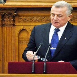 Tesi copiata, si dimette il presidente della Repubblica ungherese Pal Schmitt