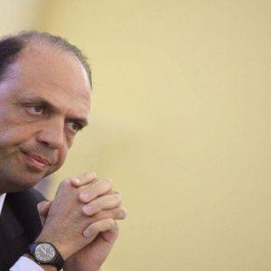 """Consultazioni, Alfano: """"Larghe intese unica via possibile"""". Assente Berlusconi"""