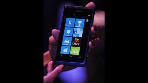 Nokia crolla in Borsa: male le vendite e flop del nuovo smartphone Lumia 900