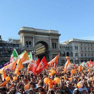 25 aprile, polemiche a Milano per l'apertura dei negozi: Pisapia e sindacati contro, coop a favore