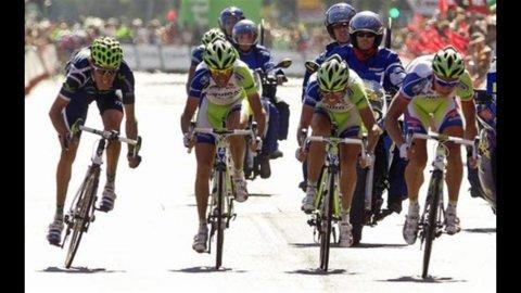 Il Giro torna in Italia tra cerotti e polemiche