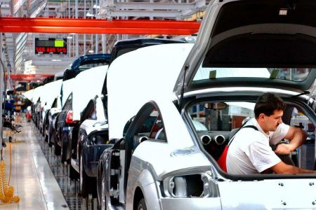 Manovra 2019: auto aziendali e tassa sulla plastica, si cambia