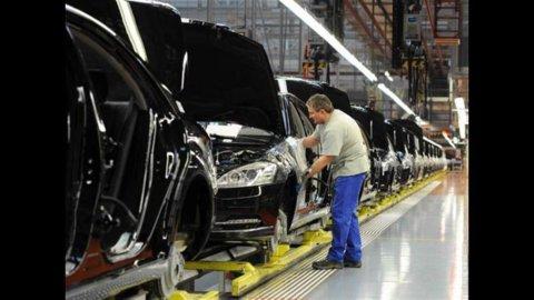 Istat, produzione industriale: a marzo -5,8% su anno, +0,5% su mese