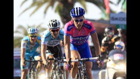 Giro d'Italia – Pozzato manda per aria Cavendish, dalla carambola sbuca Ventoso che vince
