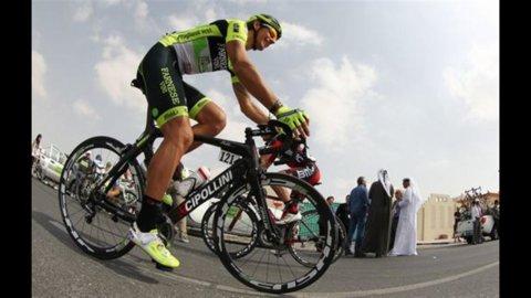 """Giro d'Italia, ad Assisi """"Purito"""" Rodriguez conquista tappa e maglia rosa"""