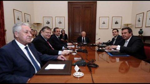 Grecia: oggi il governo di transizione, tra un mese elezioni. Le code alle banche per prelevare euro