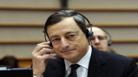 """Draghi sulla Grecia: """"Preferiamo che resti nell'euro"""""""