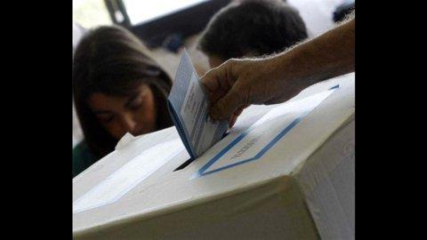 ELEZIONI – L'ombra della strage di Brindisi sui ballottaggi di oggi e domani
