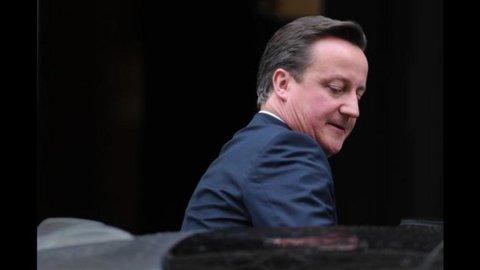 Cameron duro su Grecia e difende Merkel