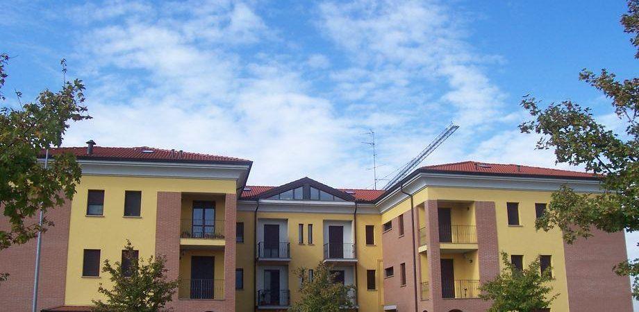 Borsa, volano immobiliari e cemento
