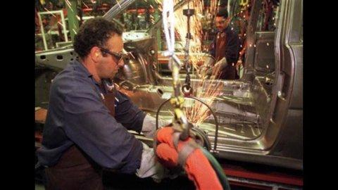 Istat: nel 2010 numero imprese cala dello 0,2%, l'occupazione del 2,5%