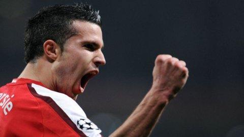 Juve, Van Persie è il primo obiettivo ma c'è la concorrenza dei due Manchester e del Real Madrid