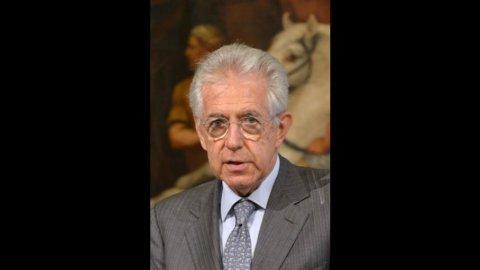 """A Monti """"mandato forte"""" da Alfano, Bersani e Casini"""