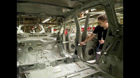 Istat, industria: fatturato aprile -0,5%, ordini -1,9%