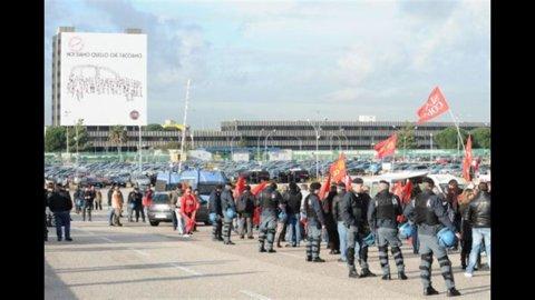 Fiat, il tribunale ordina l'assunzione 145 lavoratori Fiom a Pomigliano