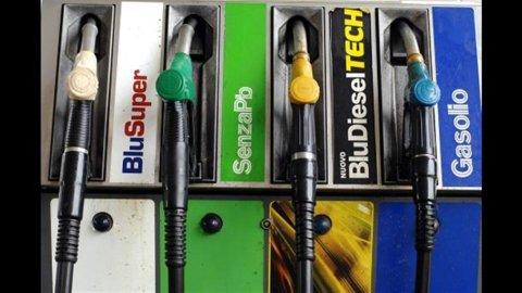 Benzina, scendono i prezzi alle stazioni di servizio
