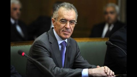 Grecia, ministro delle Finanze Rapanos si dimette