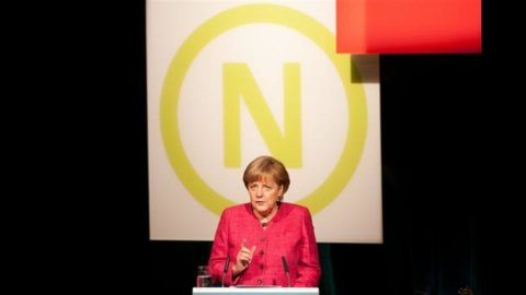 """Crisi, Merkel: """"Niente fuochi di paglia, servono riforme strutturali e riduzione del debito"""""""