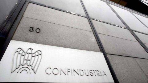 Csc Confindustria: a maggio migliora la produzione industriale