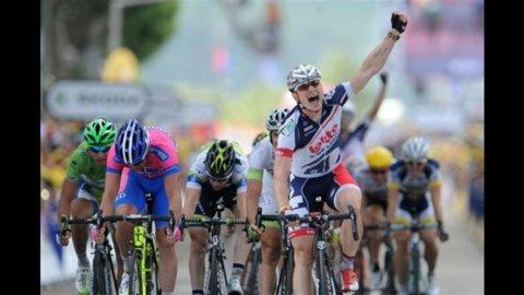 Bis di Greipel alla tappa di Saint-Quentin: anche Cavendish si arrende alla potenza del tedesco