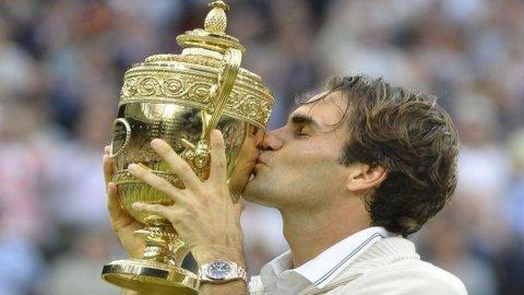 Tennis, Federer riscrive la storia: vince il settimo Wimbledon ed è il n.1 più longevo della storia