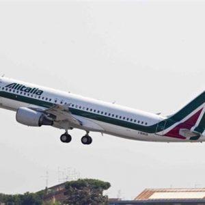Alitalia: pronti 690 esuberi per un risparmio da 30 milioni