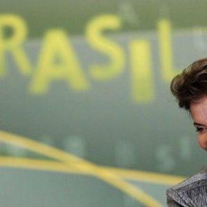 E' un Brasile spaccato a metà quello che deciderà la sfida Rousseff-Neves