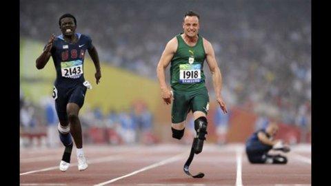 """OLIMPIADI -5 – Il sogno olimpico di Oscar Pistorius, il """"pianista"""" dalle dita artificiali"""