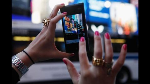 Nokia si impenna in Borsa: voci di un interessamento dei cinesi di Lenovo che smentiscono