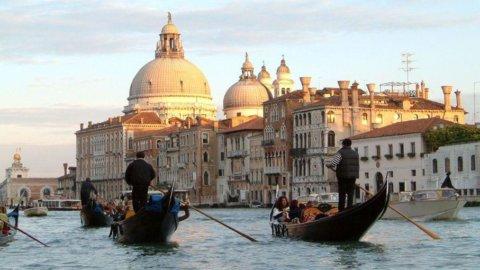 Turismo, è Venezia la città con gli alberghi più cari d'Italia. La più conveniente? Napoli