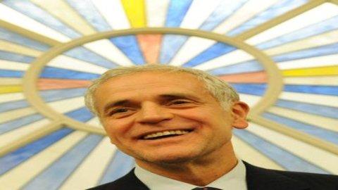 Formigoni: arriva l'avviso di garanzia dai pm di Milano, è indagato per corruzione