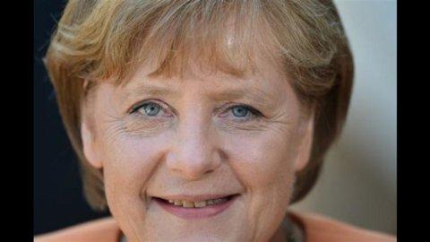 """Angela Merkel e Francois Hollande appoggiano Draghi: """"Pronti a tutto per salvare l'euro"""""""