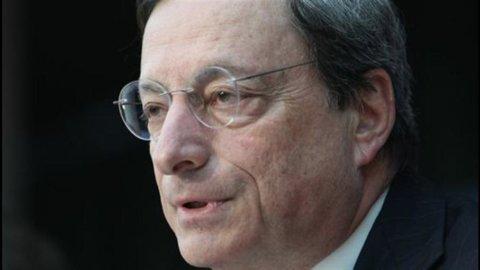 Draghi gela i mercati: Piazza Affari perde il 4,6% e lo spread supera quota 500
