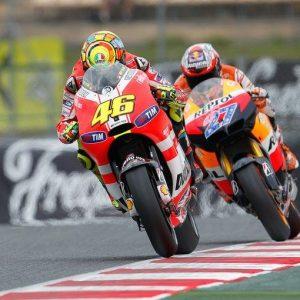 MotoGp, adesso è ufficiale: Valentino Rossi lascia la Ducati e torna in Yamaha