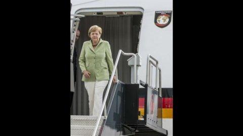 """Atene chiederà più tempo, ma la Merkel è inflessibile: """"Nessun rinvio per gli impegni presi"""""""