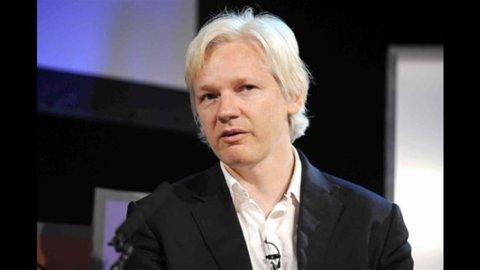 Wikileaks, il paradossale legame tra Assange e l'Ecuador