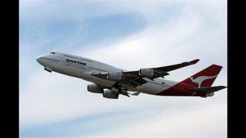 Borsa: Qantas annulla ordine, giù Finmeccanica